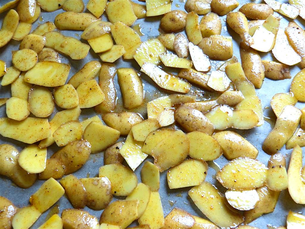 Kartoffelschalen auf Backblech
